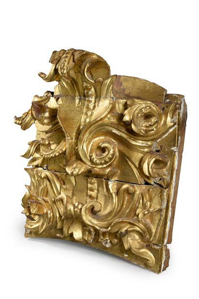 Élément en bois sculpté et doré. H. : 90...