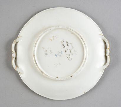 Plateau d'écuelle forme nouvelle en porcelaine de Sèvres du XVIIIe siècle, une partie...