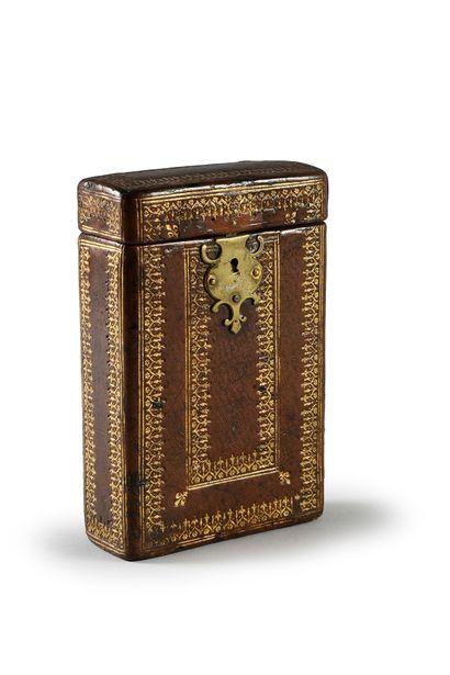 Etui à livre en bois gainé de veau à décor...