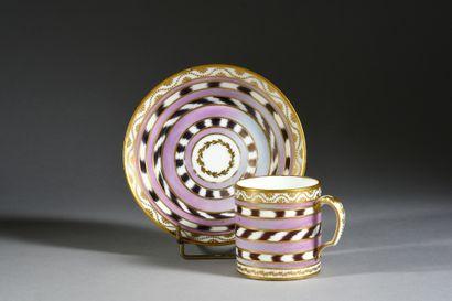 Gobelet litron (3e grandeur) et sa sous-tasse en porcelaine dure de Sèvres du XVIIIe...