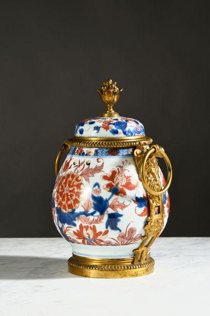 Pot-pourri en porcelaine de la Chine à décor...