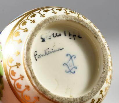 Six pots à jus et leurs couvercles en porcelaine de Sèvres du XVIIIe siècle, le...