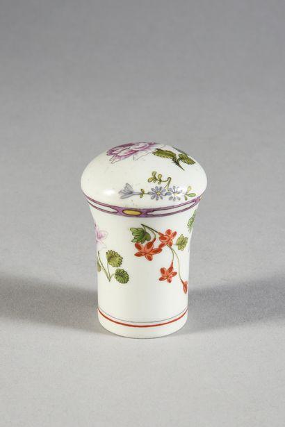 Pommeau de canne en porcelaine de Vienne (Du Paquier) du XVIIIe siècle De forme...