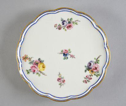 Soucoupe à pied en porcelaine de Sèvres du XVIIIe siècle Marque en bleu aux deux...