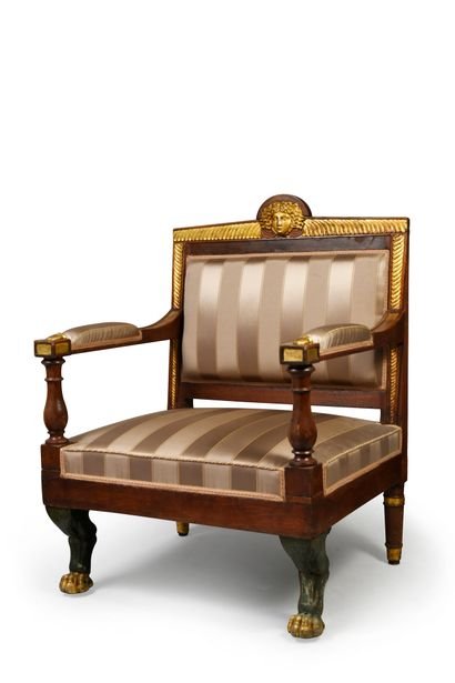 Paire de larges fauteuils d'apparat en acajou...