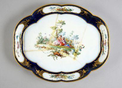 Plat Hébert en porcelaine de Vincennes-Sèvres du XVIIIe siècle Marque en bleu aux...