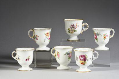 Six tasses à glace en porcelaine française...