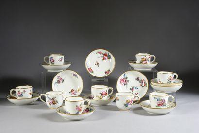 Six gobelets Bouillard (1ère grandeur) et six sous-tasses en porcelaine de Sèvres...