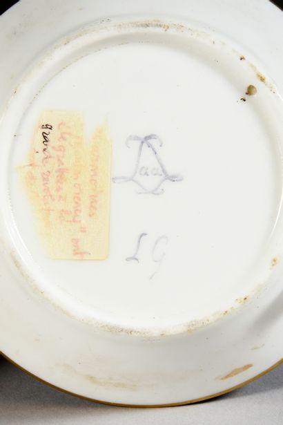 Paire de gobelets litron (3e grandeur) et leurs sous-tasses en porcelaine de Sèvres...