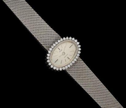 Une montre-bracelet de dame en or gris, de...