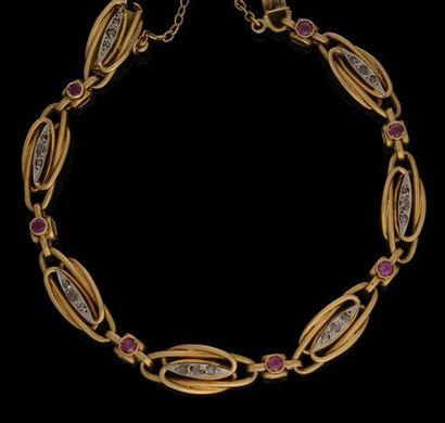 Bracelet en or jaune, maillons souples entrelacés,...