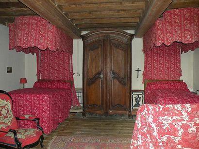 Ensemble de deux lits à la duchesse en toile...