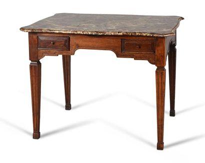 Table de forme rectangulaire en bois naturel...