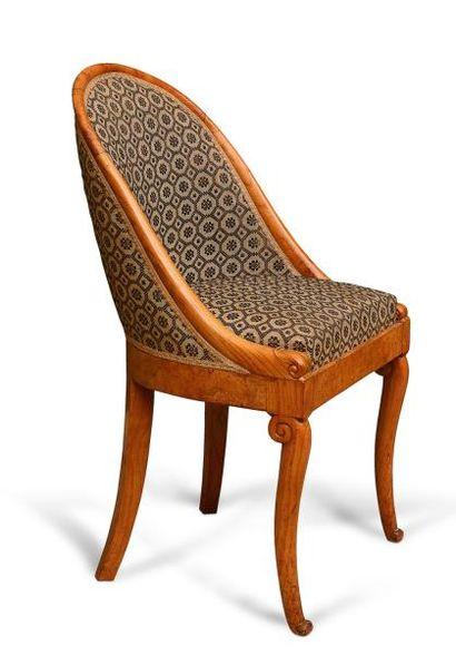 Suite de 6 chaises gondole en loupe de bois...