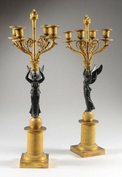Paire de flambeaux en bronze ciselé et doré...