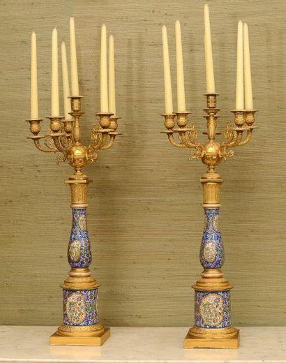 Paire de candélabres à 6 lumières en porcelaine...