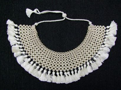 PROTOTYPE D'important plastron de perles...