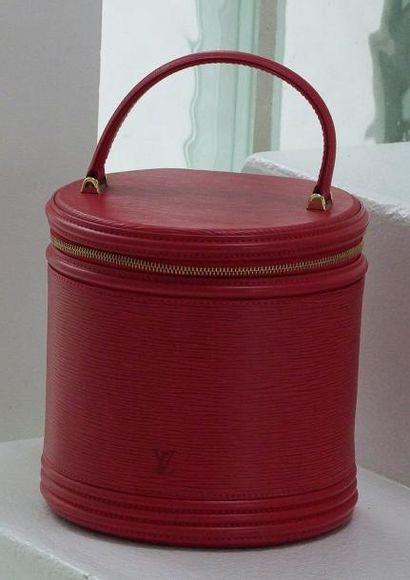 VUITTON Sac CANNES en cuir épi rouge et anse rigide pour un porter main, fermeture...