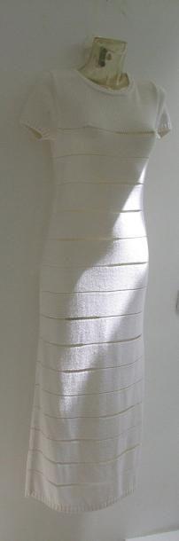 COURREGES Robe longue en tricot blanc a bandes, petites manches. Bel état T36