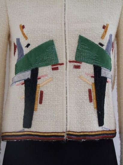 CHANEL Haute Couture Célèbre Petite Veste en tissu a bouclettes ivoire bordée de...