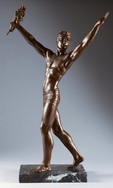 Statue en régule sur socle marbre. «Le salut...