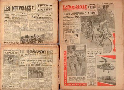 Lot d'environ 50 journaux éditions sportives...