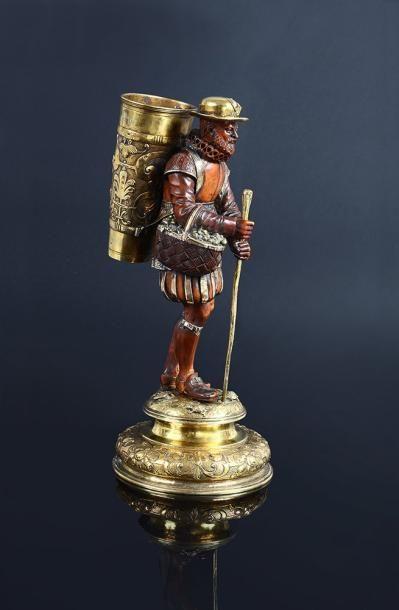 Le vendangeur en buis sculpté debout, appuyé...