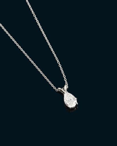 Pendentif en or gris 14K orné d'un diamant...