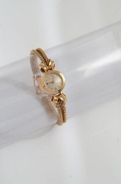 Une montre de poignet pour dame en or jaune...