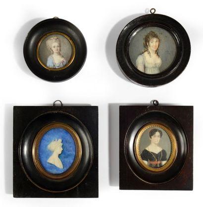 Quatre portraits de femmes, miniatures sur...