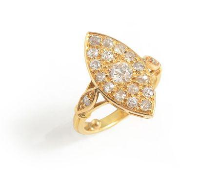 Bague de petit doigt, marquise en or jaune...