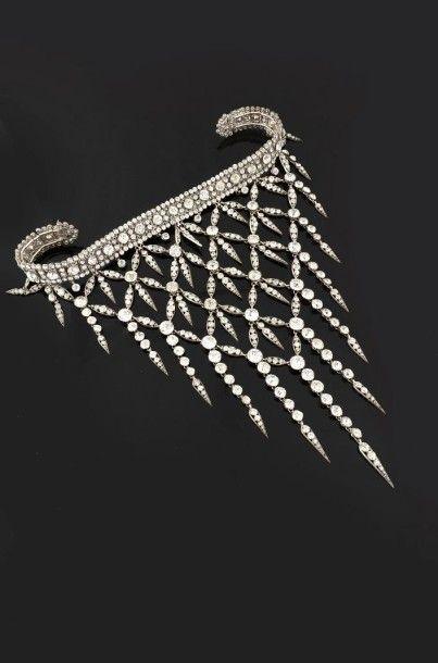 Devant de corsage composé d'éléments en métal...