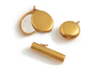 Accessoires de beauté en or jaune 18K ciselé...