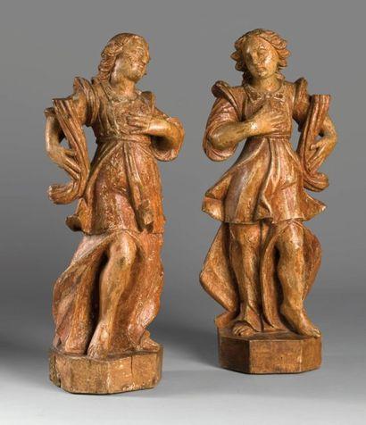 Deux statues en bois sculpté formant porte...