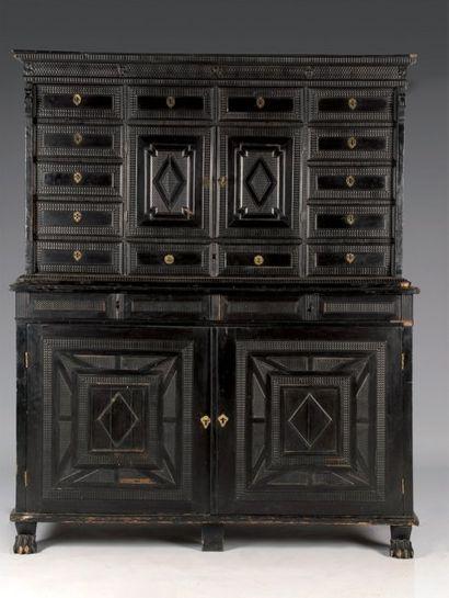 Cabinet d'ébène, placage d'ébène et bois...