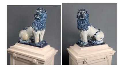 Rouen Paire de grands lions mâle et femelle,...
