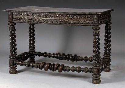 Table de milieu en bois noirci, reposant...
