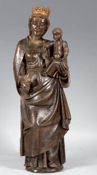 Vierge à l'enfant en bois sculpté et partiellement...