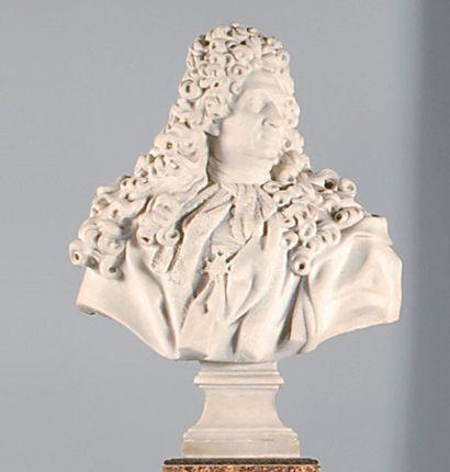 Buste de Vauban en marbre blanc sur un contre...
