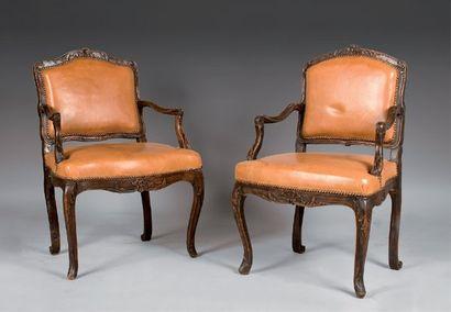 Deux fauteuils anciennement cannés en hêtre...