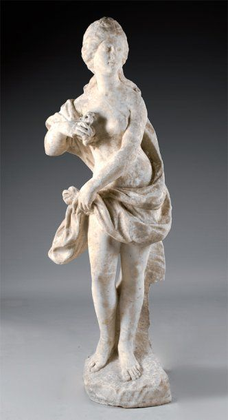 Statue en marbre blanc figurant le Printemps....