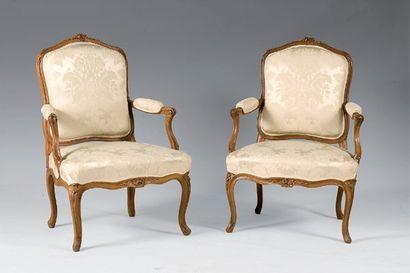 Paire de fauteuils à dossiers plats en bois...