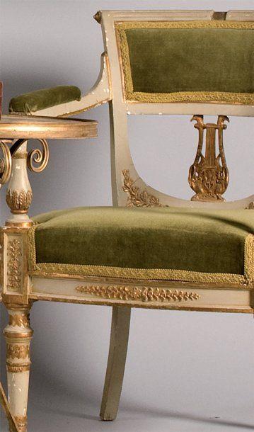 Paire de fauteuils en bois laqué gris et...