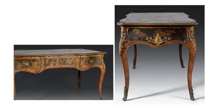 Bureau plat d?époque Louis XV, milieu du XVIIIe siècle.