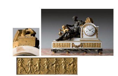 Grande pendule en bronze doré et marbre blanc...