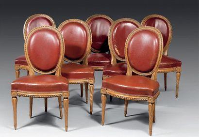 Suite de sept chaises de salle à manger à...