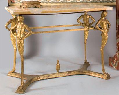 Table de milieu en bronze, reposant sur quatre...