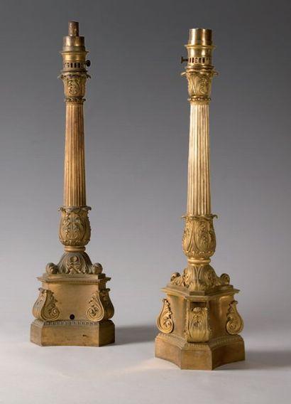 Paire de lampes carcels en bronze ciselé...