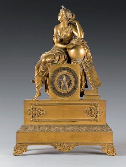 Pendule en bronze ciselé et doré, ornée d'une...