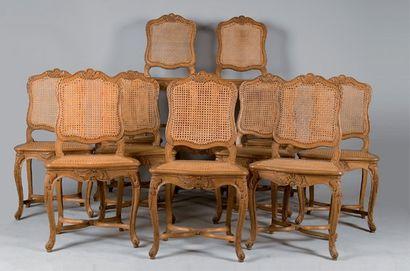 Suite de douze chaises de salle à manger...